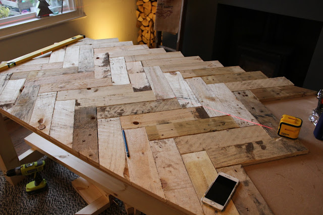 DIY Herringbone Table Made with Pallets