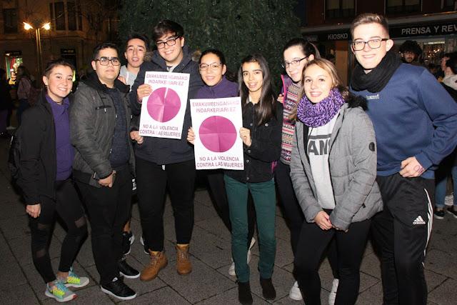 Participantes en el baile contra la violencia machista