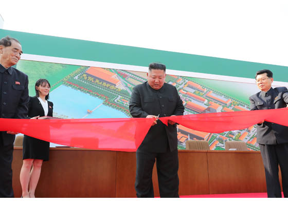 Kim Jong-un reapareció en público por primera vez en casi tres semanas
