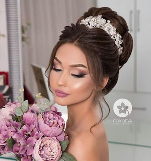 peinado de novia con chongo tocado de flores