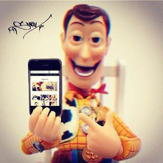 kartun lagi selfie