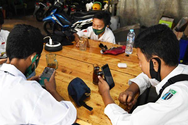 Siswa Tak Mampu Belajar Daring, Indra Charismiadji: Harus Evaluasi Per Daerah