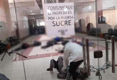La cifra de fallecidos tras la rotura de una baranda en la UPEA se eleva a 7; la Policía identifica a los protagonistas de la gresca estudiantil