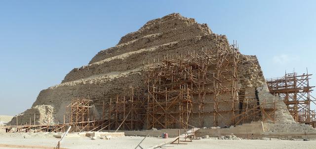 Restaurar_Piramide_Djoser