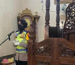 Jelang Bulan Suci Ramadhan 1442 H dan Operasi Keselamatan 2021, Kasat Lantas Polres Pinrang Terjun Langsung Beri Himbauan di Masjid