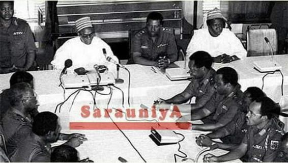Throwback photo of former President Alhaji Shehu Shagari with Buhari in a meeting before he was overthrown in 1983