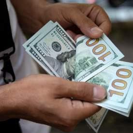 لبنان.. البنك المركزي سيضخ 30 مليون دولار بالسوق تكفي لمدة أسبوع