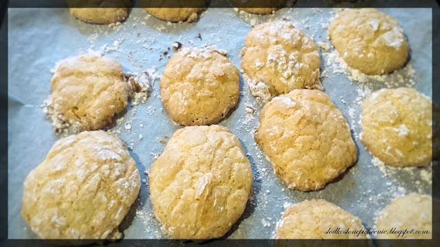 Popękane ciasteczka migdałowe