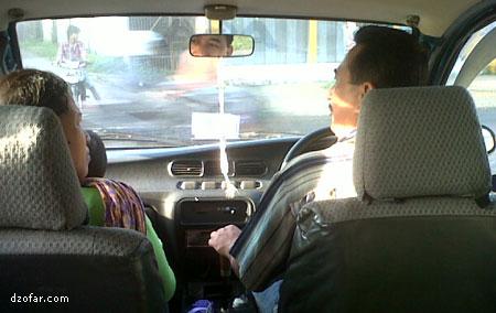 Naik mobil ke kecamatan Mlonggo bersama keluarGha