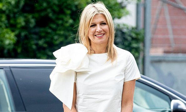 Queen Maxima wore a new Natan top from Fall Winter 2019 collection. The Queen attended the signing of the Music Agreement Hoeksche Waard