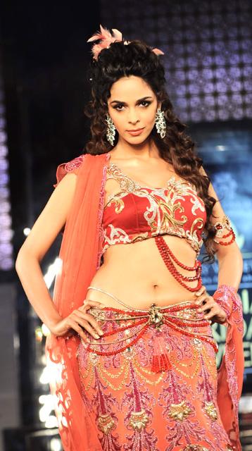 Bollywood Actress Mallika Sherawat Hot And Unseen Pics