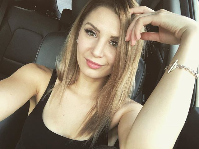 Lauren Southern Hot & Sexy Pics