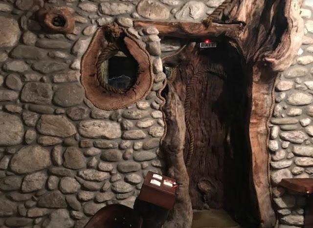 Όραμα ή «τρέλα»; Έφτιαξε τον οικισμό των «Φλινστόουνς» και έχει μαγέψει ακόμα και Πριγκίπισσες από όλο τον κόσμο – Και ναι, είναι στην Ελλάδα [photos – video]