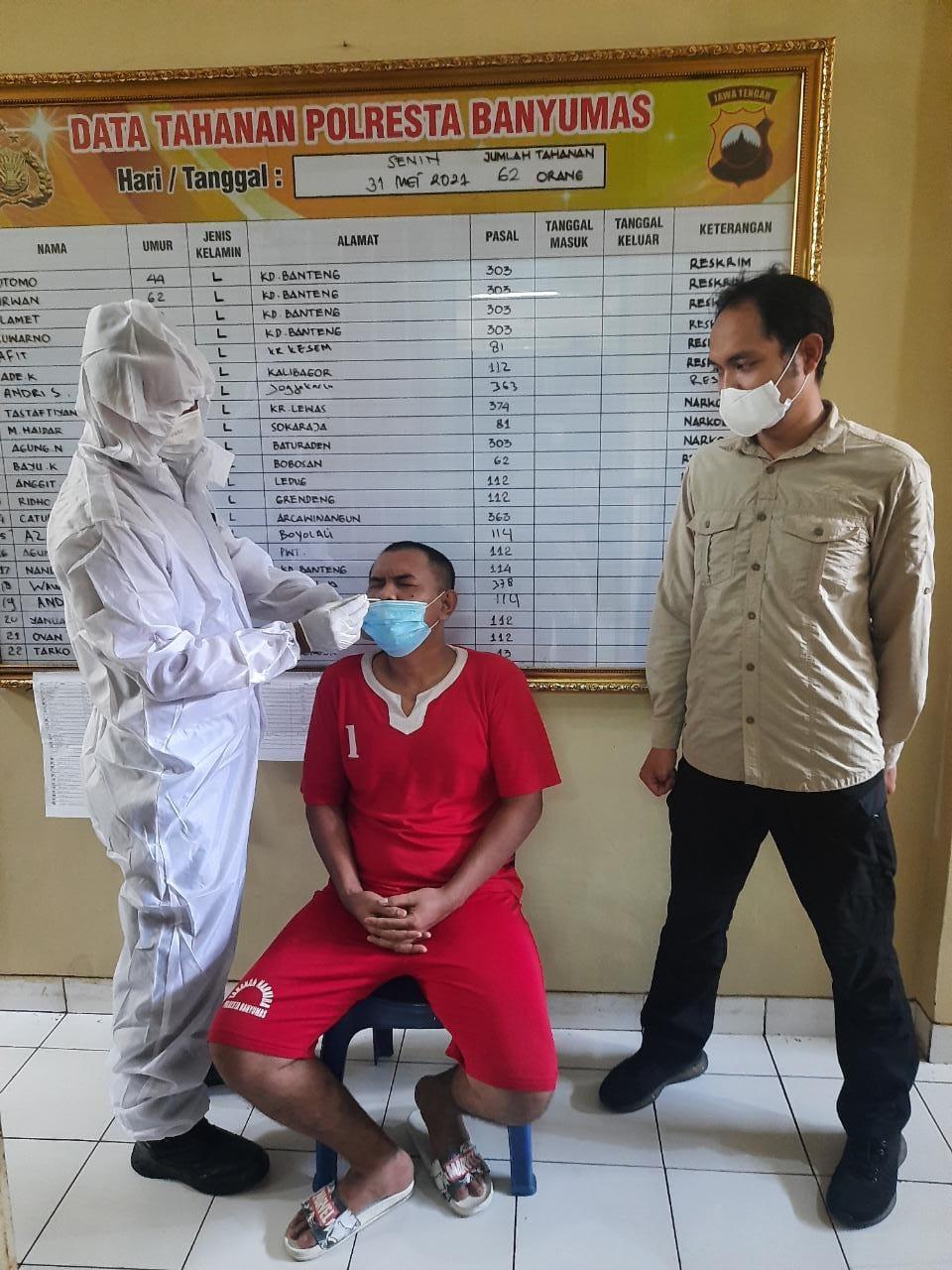 Tahanan Polresta Banyumas Jalani Swab Antigen Cegah Penyebaran Covid -19