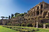 Templo de las vestales, cerca de la residencia del Pontífice Máximo, cargo religioso que César ocupó desde el año 63 a.C.