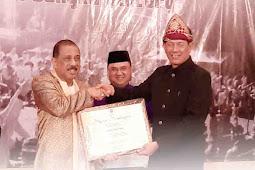 Richard Louhenapessy Terima Penghargaan atas Kontribusi Tingkatkan Penanggulangan Bencana di Ambon