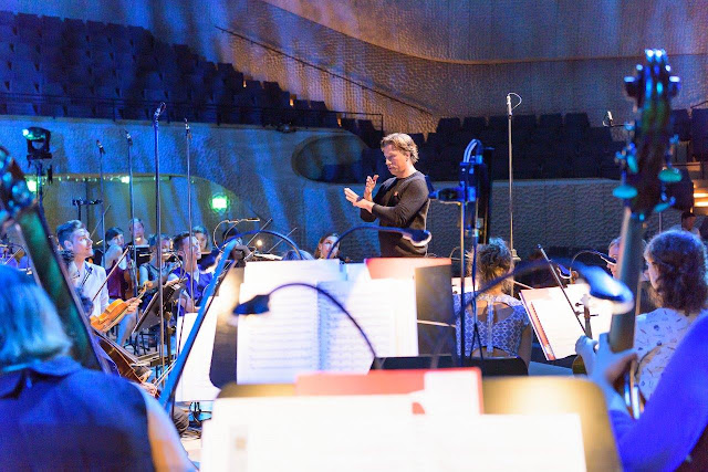 In rehearsal: Kristjan Järvi & Baltic Sea Philharmonic at the Elbphilharmonic (Photo  BMEF / Peter Adamik)