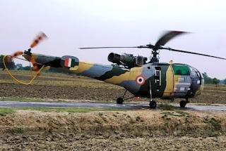 मुंगराबादशाहपुर में अचानक उतरा सेना का हेलीकॉप्टर   #NayaSabera