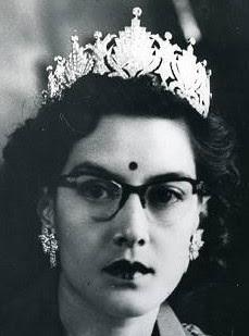 diamond tiara queen ratna nepal rajya laxmi devi shah
