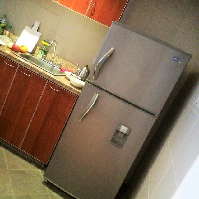 コロンビアのアパートの冷蔵庫