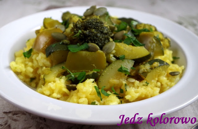zielone warzywa z ryżem kokosowym - dieta antyhistaminowa, nietolerancja histaminy