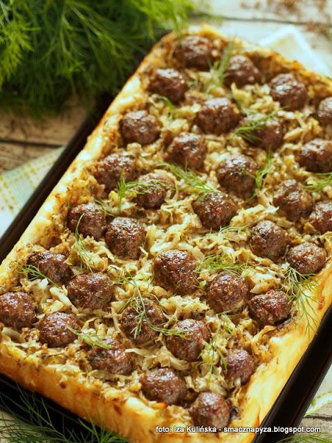 placek wiejski, mloda kapusta duszona, klopsiki z wolowiny, pizza na puszystym ciescie, tarta drozdzowa, ciasto z duszona kapusta i wolowina, co na obiad, zapiekanka dla calej rodziny