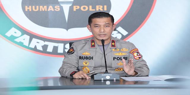 Ambroncius Nababan Dicecer Polisi Dengan 25 Pertanyaan