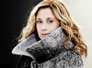Лара Фабиан - бельгийская певица, наиболее популярна своими песнями на французском языке