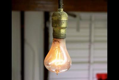 En lampa kan lysa över hundra år...