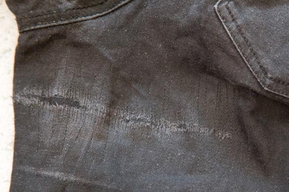 Farkkujen korjaus huomaamattomasti ompelukoneen suoralla ompeleella