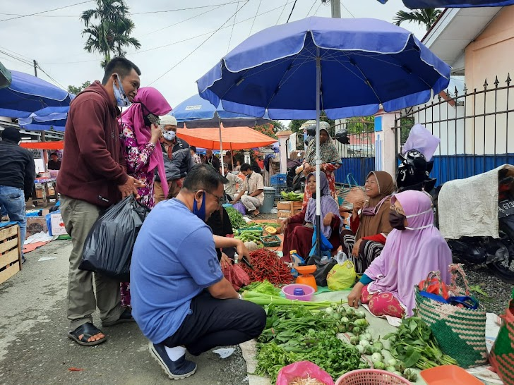Yos Adrino Bersama Istri Serap Aspirasi Pedagang Pasar Ulu Air