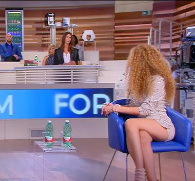forum Canale5 oggi 13 settembre Jiaire capelli ricci biondi influencer