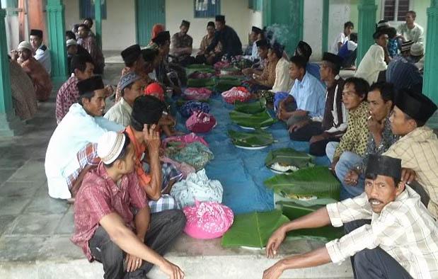 Suku Jawa dikenal sebagai suku dengan jumlah populasi terbanyak di seluruh Indonesia 9 Upacara Adat Jawa Unik + Keterangannya