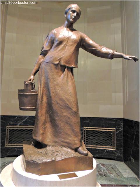 Ayuntamiento de Montreal: Escultura Trabajadora Canadiense de Alfred Laliberté