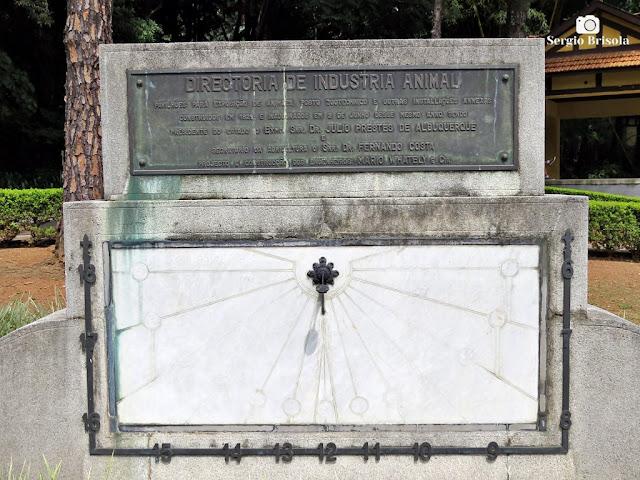 Close-up de antigo Relógio de Sol - Parque da Água Branca - São Paulo