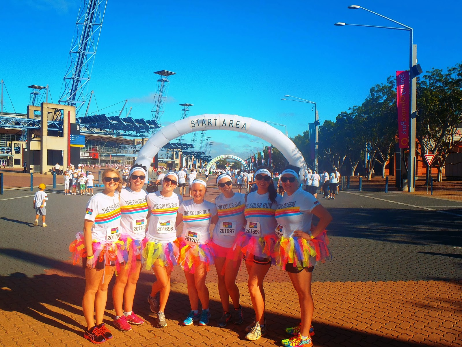 7 girls at the start of the race in tutus