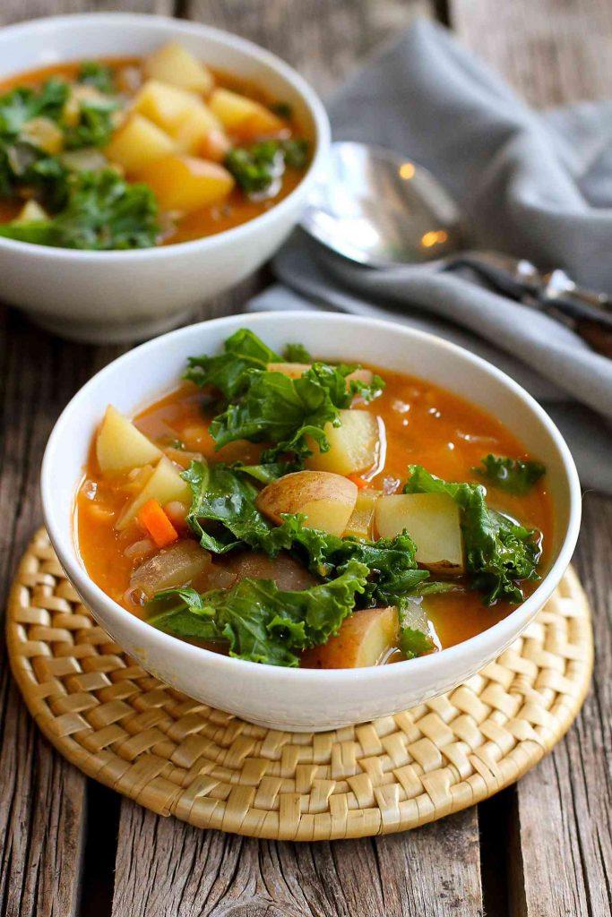 VEGAN POTATO SOUP RECIPE WITH BEANS & KALE #vegan #potato #soup #vegetarian #dinner