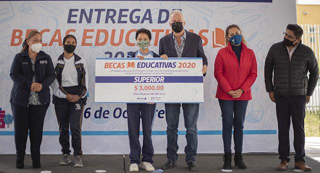 El Marqués finaliza la entrega de becas educativas