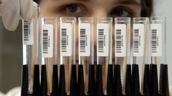 Il medico Jan Karbaat ha usato il suo sperma invece del donatore e ha almeno 49 figli