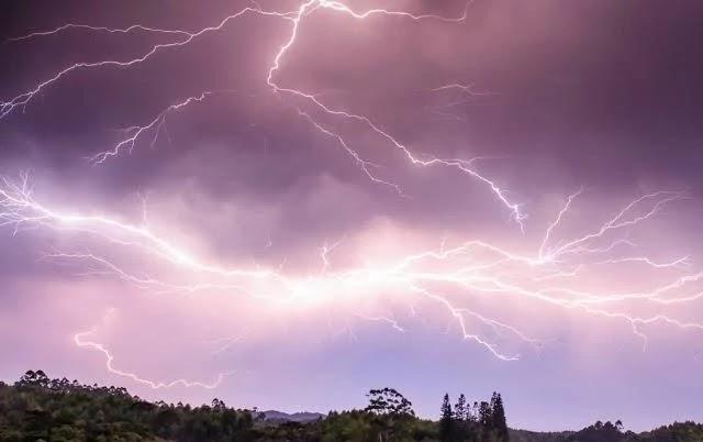 Fortes pancadas de chuvas surpreenderam os moradores de Campo Formoso (BA) nesta terça-feira (22).