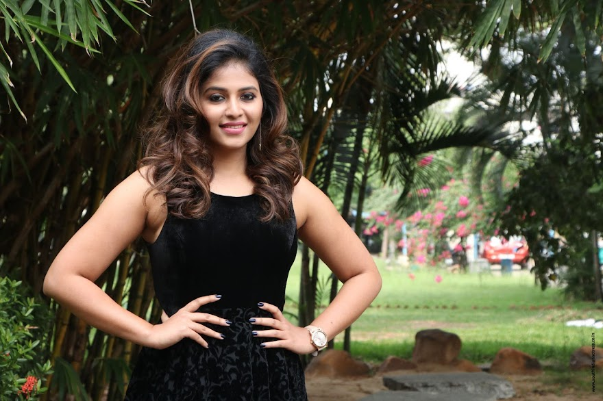 Anjali at Balloon movie trailer launch