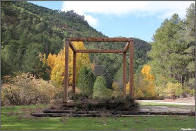 Monumento a la Madera en Tejadillos (Cuenca). Obra de Gustavo Torner