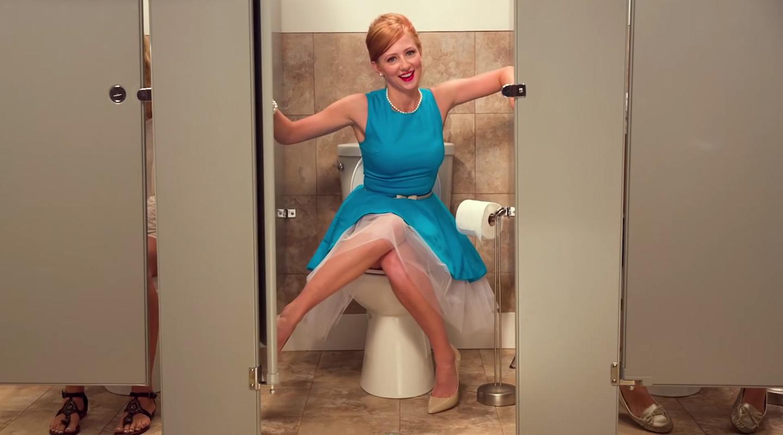 cewek cantik foto di dalam WC