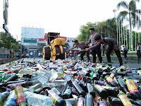Polres Pati Musnahkan Ribuan Botol Miras
