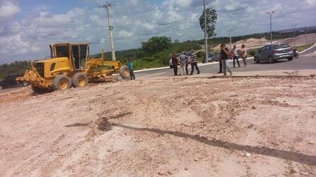 Prefeitura de Caxias retira rotatória na avenida de acesso ao Vila Paraíso