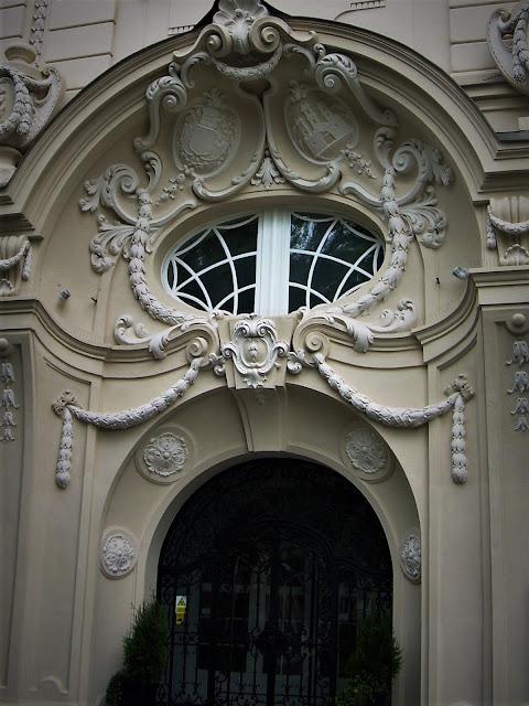 Bratysława, piękny portal wejściowy do kamienicy