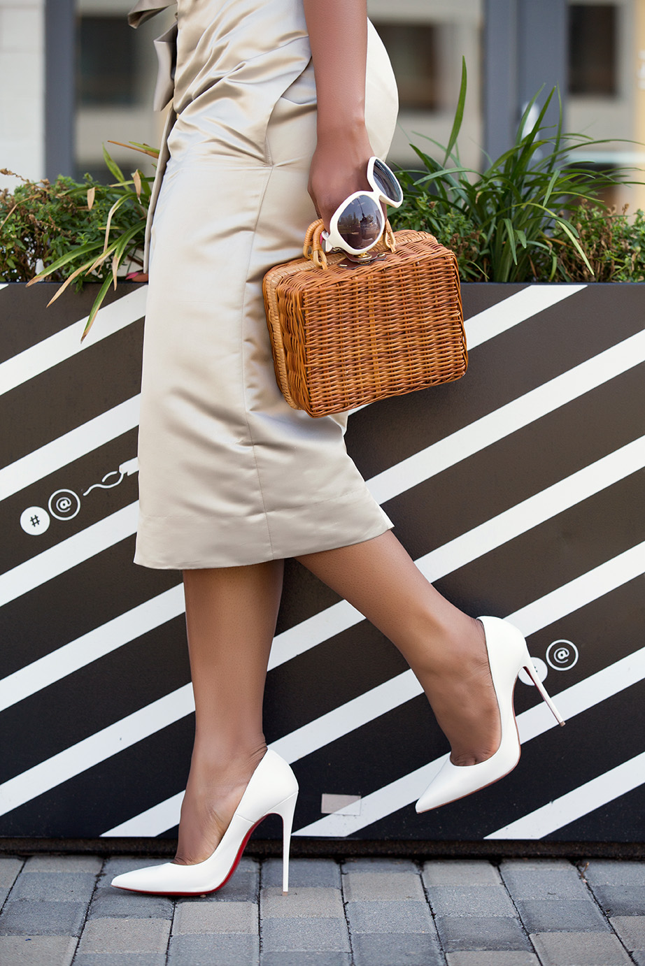 summer neutral, white pumps and straw bag, white sunglasses, www.jadore-fashion.com
