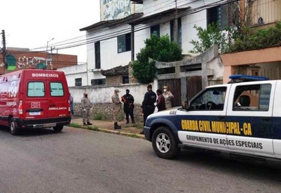 Jovem grávida é agredida a pauladas pelo companheiro e é socorrida por guardas municipais em Campos