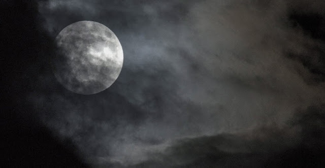 Eclipse- Atenas - Grécia - Simela Pantzartzi