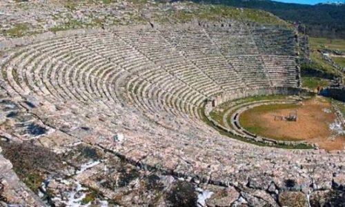 Η Εφορεία Αρχαιοτήτων Ιωαννίνων ενημερώνει ότι, σύμφωνα με το από 19-03-2021 Πρακτικό της 198ης Συνεδρίασης της Εθνικής Επιτροπής Προστασίας της Δημόσιας Υγείας έναντι του κορωνοϊού COVID-19, απόσπασμα του οποίου αφορά στην «επαναλειτουργία των υπαίθριων αρχαιολογικών χώρων με επισκέψεις έως τριών (3) ατόμων, εκτός αν αφορά σε οικογένειες, εντός των ορίων των δήμων διαμονής των πολιτών, με υποχρεωτική χρήση μάσκας και τήρησης αποστάσεων» καθώς και τα πρωτόκολλα ασφαλούς χρήσης του Υπουργείου Πολιτισμού και Αθλητισμού, τέθηκαν πάλι σε λειτουργία, με τις απαραίτητες κατά περίπτωση προσαρμογές και προβλέψεις, ο Αρχαιολογικός Χώρος Δωδώνης (Δήμος Δωδώνης, με έλεγχο εισόδου και εισιτήριο) και ο υπαίθριος χώρος της Ακρόπολης Ιτς Καλέ στο Κάστρο των Ιωαννίνων (Δήμος Ιωαννιτών, χωρίς εισιτήριο).